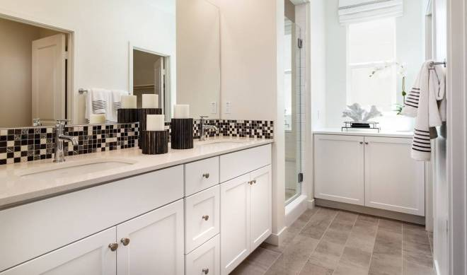 pontiac-owners-bath-deco-at-cadence-park-new-homes-irvine-ca